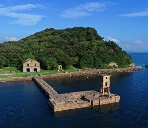 軍事施設の遺構がたたずむ片島魚雷発射試験場跡